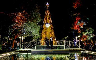 Ferrero Rocher ilumina la Navidad con el encendido de su árbol doradoSubtítulo