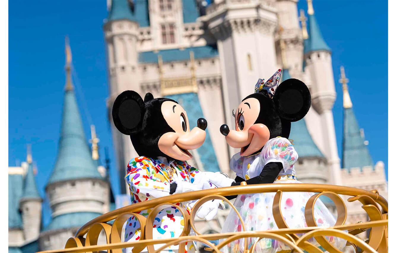 "Desfile ""Magic Happens"" en Disneyland"