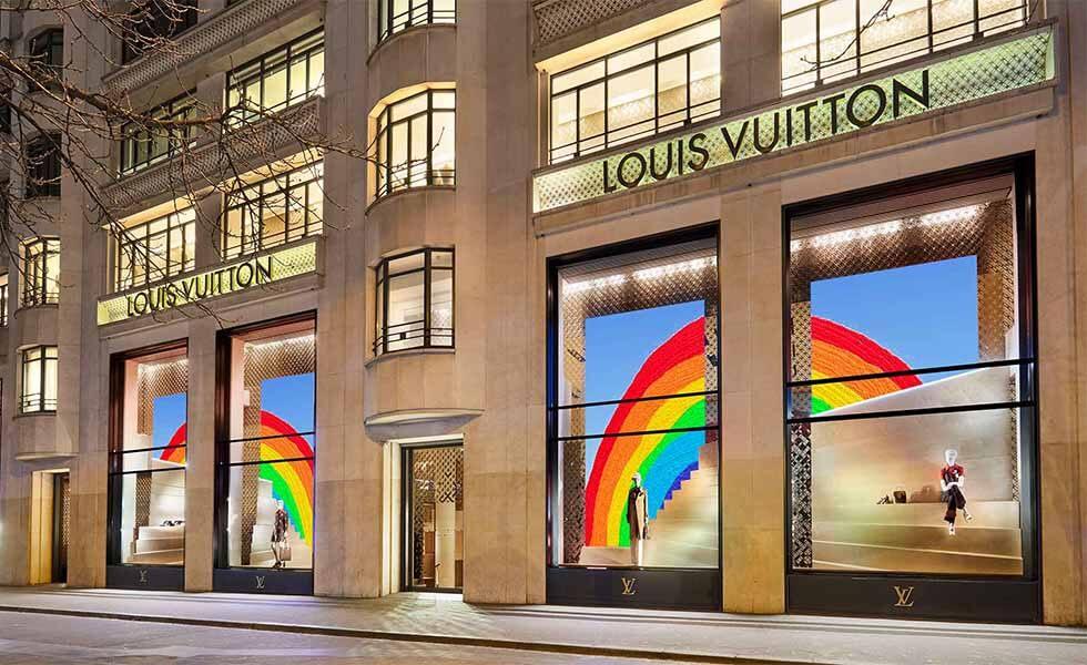 Louis Vuitton se prepara para el verano con vitrinas coloridasSubtítulo