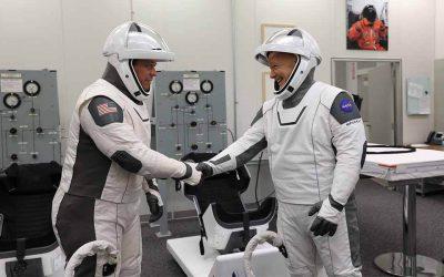 El artista mexicano que creó los trajes de los astronautas del Space XSubtítulo