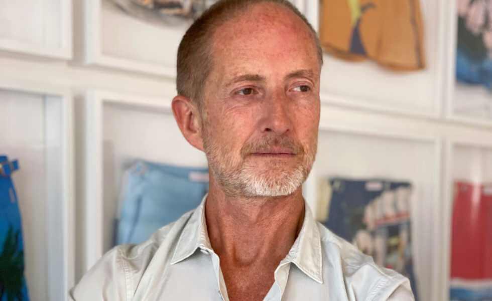 Adam Brown, el confort eleganteSubtítulo