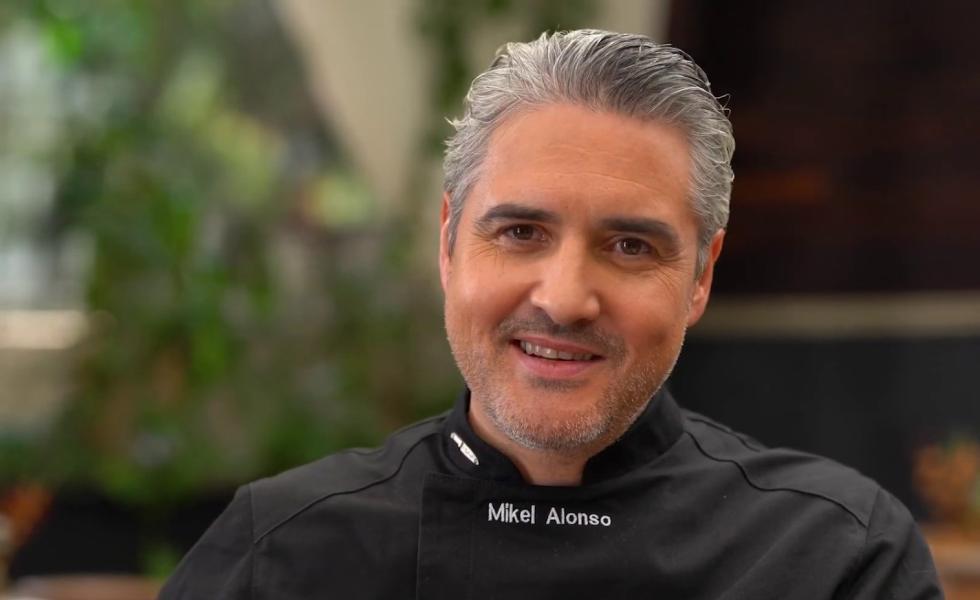 Mikel Alonso rinde tributo al Día Mundial del ChocolateSubtítulo