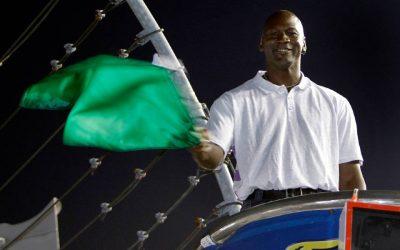 Michael Jordan compra un equipo de la NASCARSubtítulo
