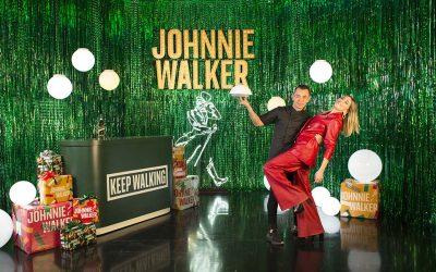 Johnnie Walker te invita a 'caminar juntos' el final del añoSubtítulo