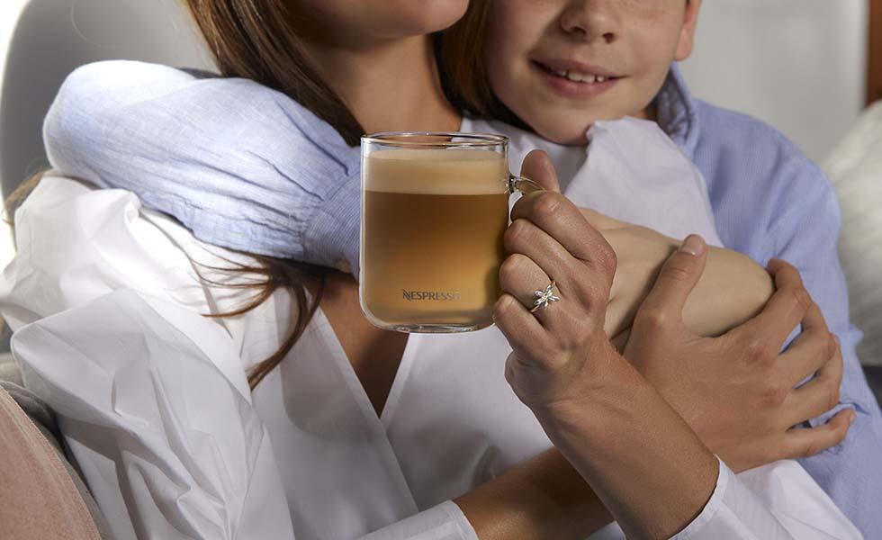 Nespresso y TANE representan el amor infinito de mamáSubtítulo
